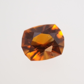 Brown-yellow coloured gemstone